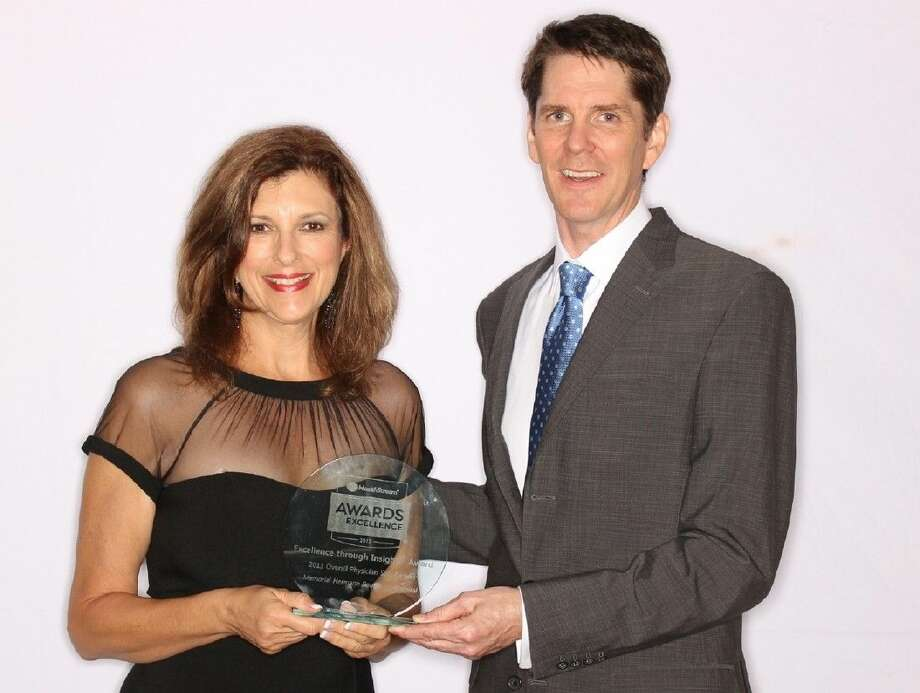 Memorial Hermann Southeast Hospital Director of Physician Resources Rebecca Lilley accepted the 'Excellence through Insight' award for overall physician satisfaction from HealthStream CEO Robert A. Frist, Jr. PHOTO: HealthStream, Inc.