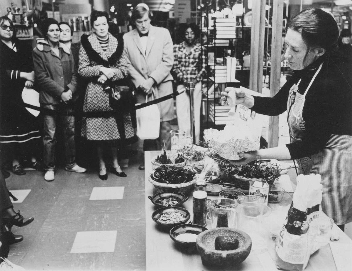 """Diana Kennedy gives a Mexican food cooking demonstration promoting her first book, """"The Cuisines of Mexico"""" at Bloomingdale's in New York City in 1972."""