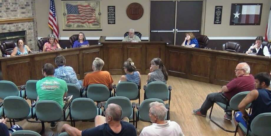 Residents and council members in Roman Forest spoke on the topic of the invasive Salvinia plant that has overtaken Pine Pond during a meeting on Sept. 26. Photo: Stephanie Buckner