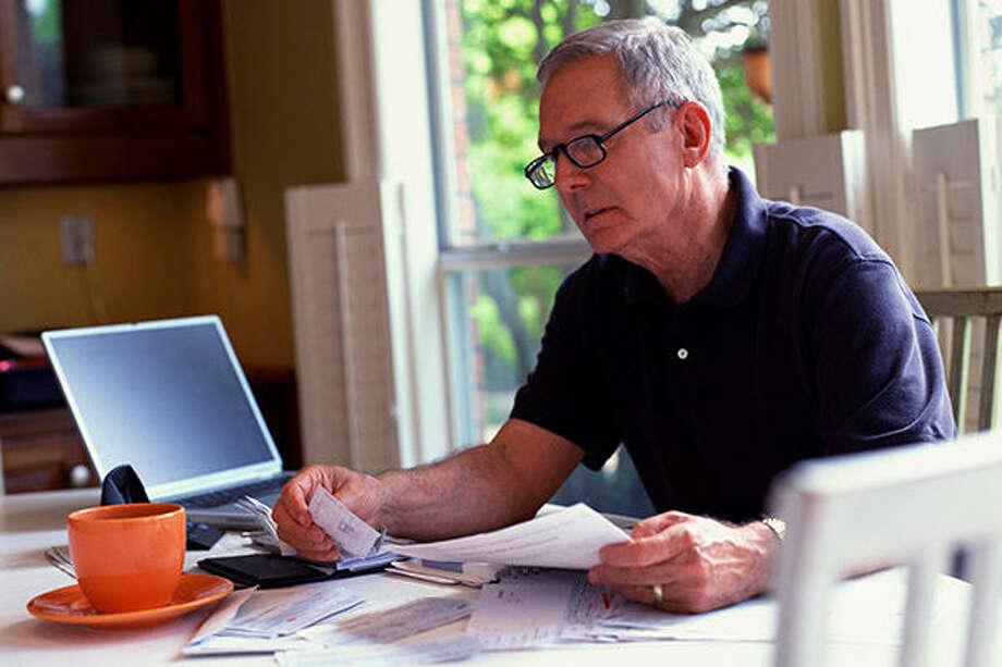 Man paying bills Photo: Creatas