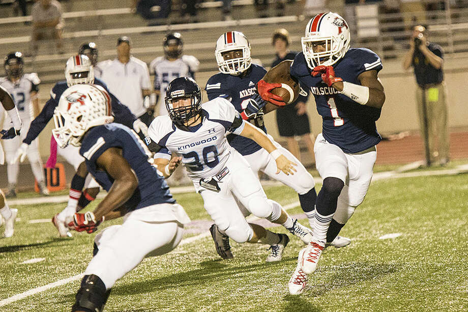 Atasoccita wide receiver Quan Shorts (1) rushes for a hole in the defense during Atascocita's matchup against Kingwood on Oct. 24, 2014, at Turner Stadium. Photo: ANDREW BUCKLEY