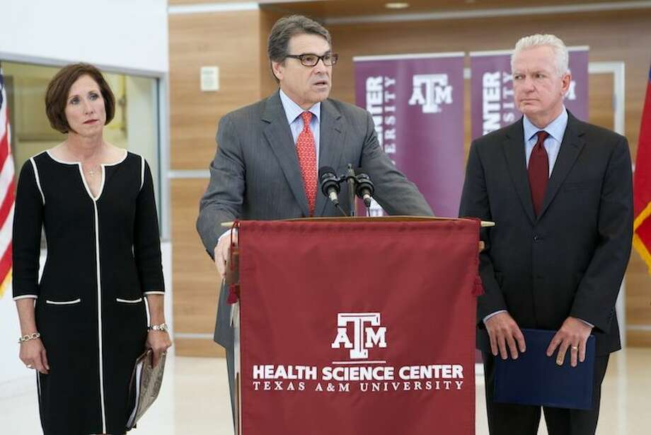 Gov. Rick Perry on Wednesday toured the Texas A&M National Center for Therapeutics Manufacturing, one of the pioneering vaccine and therapeutic manufacturing facilities that comprise the Texas A&M Center for Innovation in Advanced Development and Manufacturing (CIADM).