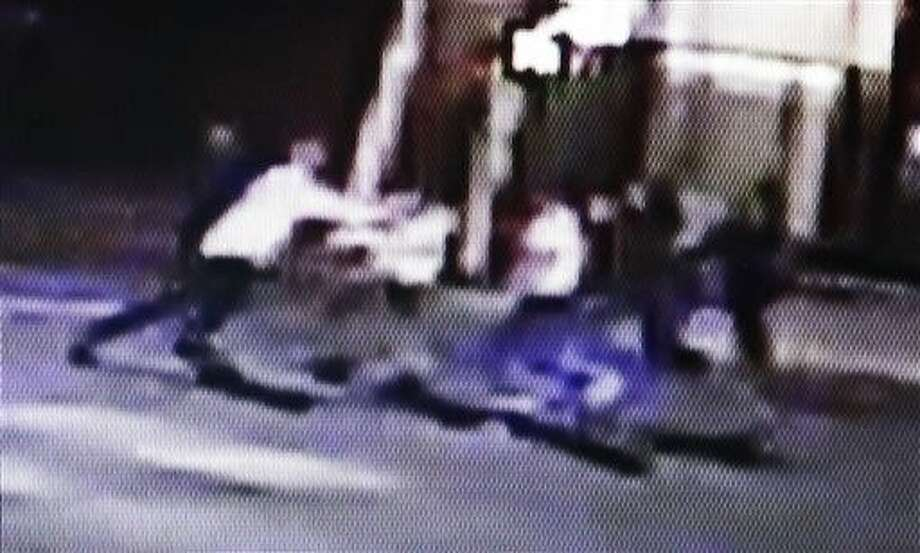 This video frame shows a group of people, including U.S. airman Spencer Stone, fighting outside a bar in Sacramento, Calif., in the early hours of Thursday. Photo: HONS