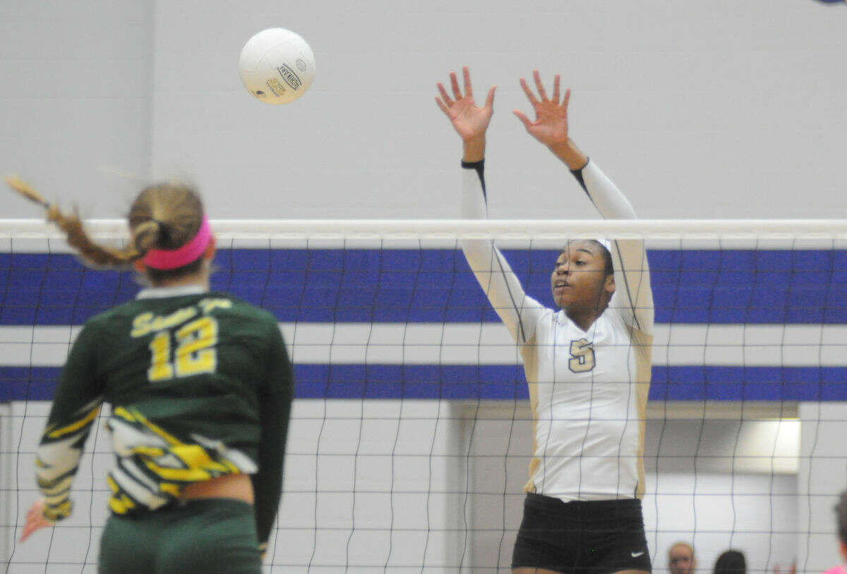 Porter's Sydney Williams tries to reach for a block against Santa Fe in the Region III-5A quarterfinals on Tuesday at Channelview High School.