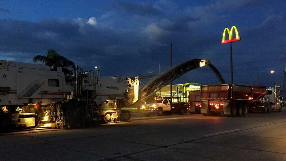Work goes on overnight on US 90 in Liberty, Texas keeping several lanes closed nightly June 5-9, 2016. Photo: Casey Stinnett
