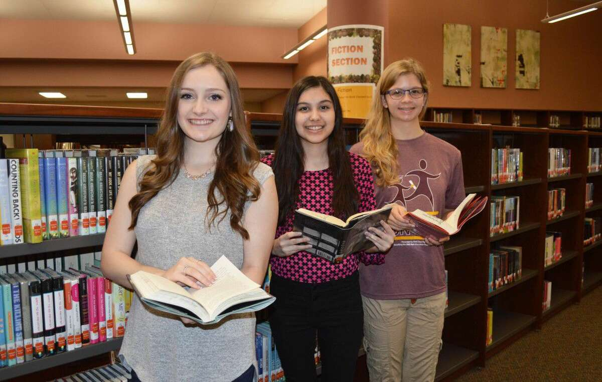 The Deer Park High School class of 2016 valedictorian and co-salutatorians are: (left to right) Lauren Taylor, Aryana Delgado, and Rachel Goldstein. The largest graduating class in the school's history, 1,027 students, will walk across the stage on Thursday, June 2, at 7 p.m. at Abshier Stadium. Photo by Jeri M. Martinez/DPISD Communications