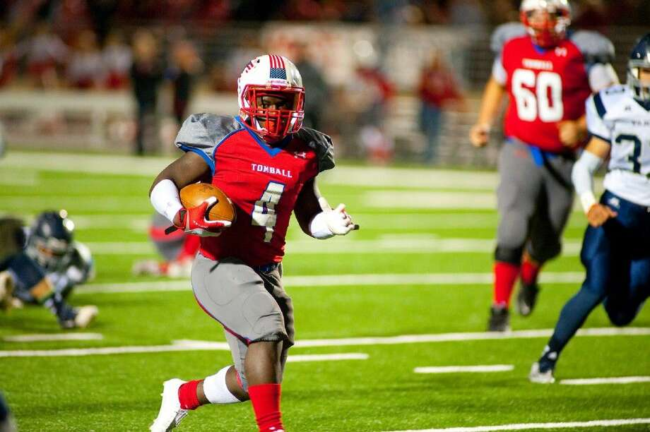 Percy Alford runs in for a touchdown against Tomball Memorial in his final game as a Cougar. Photo: Tony Gaines