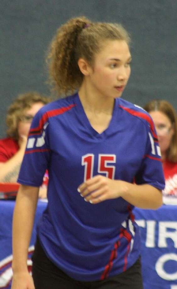 Lynette Guidry complimented the work of Jessica Simmons with some timely kills in the team's bi-district championship win Thursday night. Photo: Robert Avery