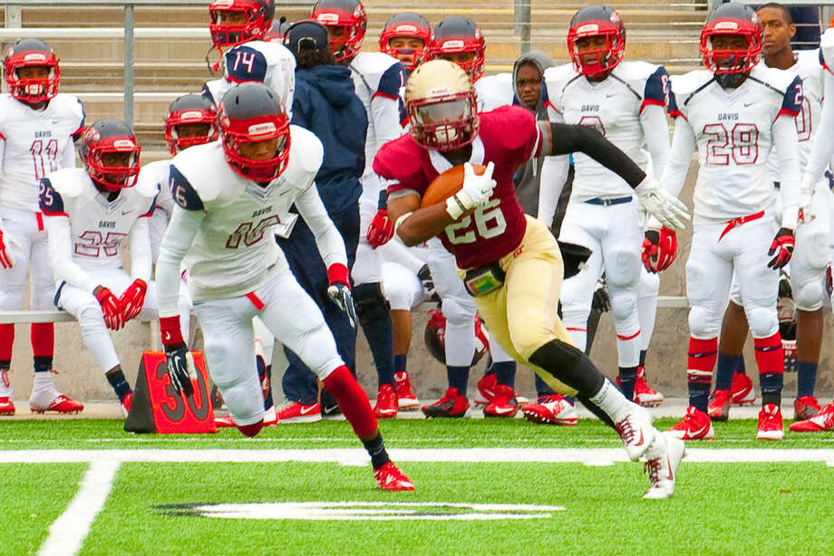 CJ Jones rushes past the Davis defense Saturday at the Berry Center. He had four rushing touchdowns in the win. Photo: Tony Gaines/HCN