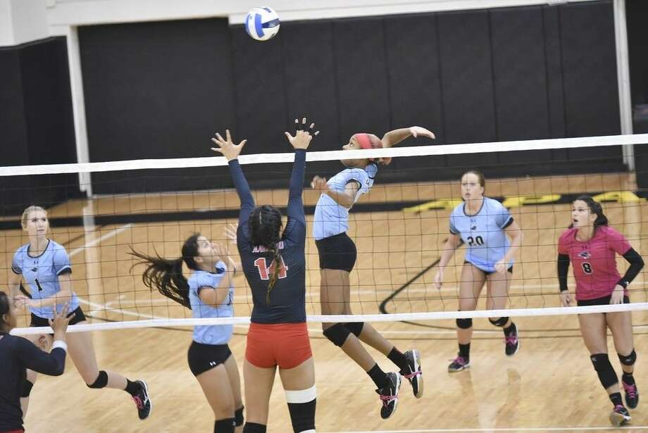 From left, San Jacinto College volleyball players in action during the game against Navarro College include, from left, Kayden Thomas, Hannah Westerlage, Brianna Moten, Hannah amlley, and Manon Geoffroy. Photo credit: Rob Vanya, San Jacinto College marketing, public relations, and government affairs department.