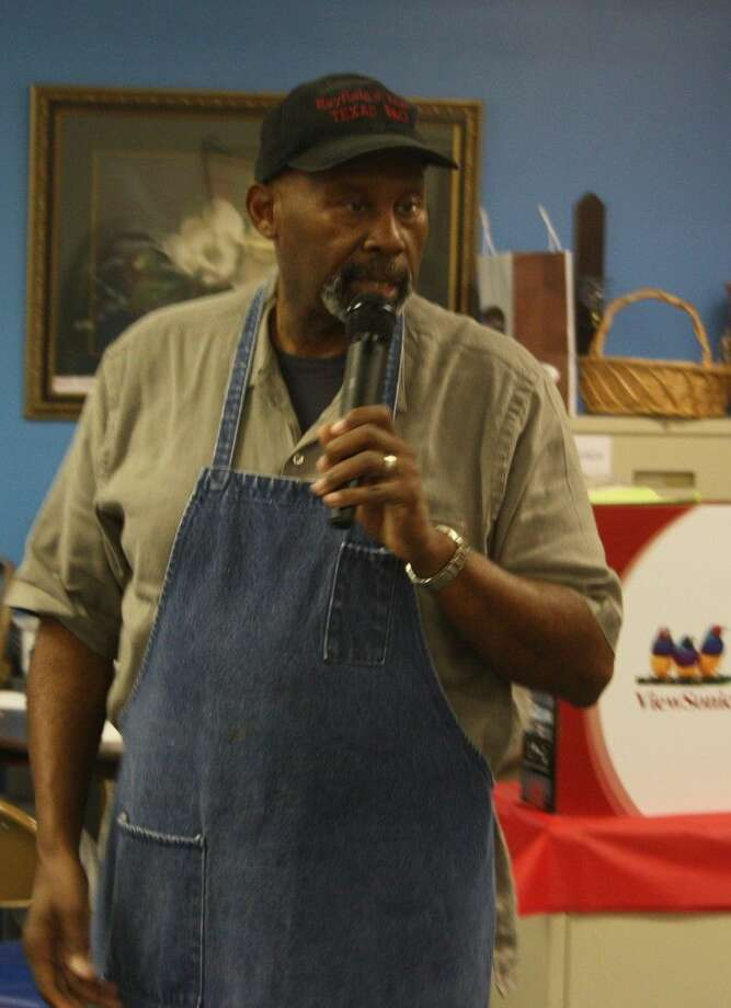 San Jacinto County Senior Center Executive Director Rayfield Jefferson welcomes everyone who came to the Thanksgiving dinner held at the center on Nov. 21. Photo: Jacob McAdams