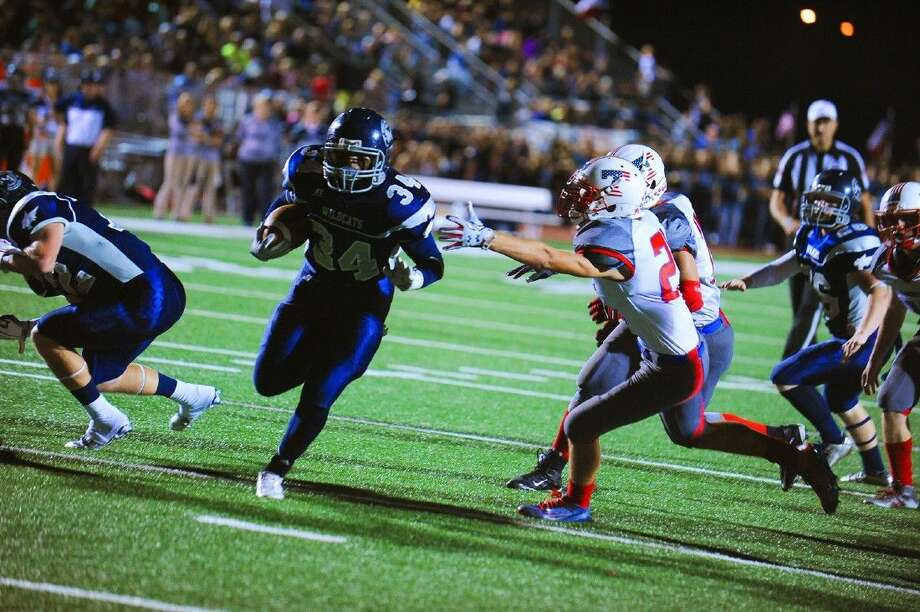 Tomball Memorial running back Ben Small runs for a touchdown against Tomball Photo: Photographer