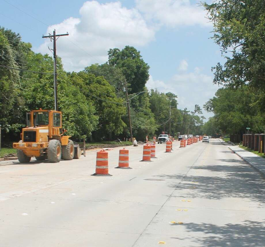 Drivers on Friendswood Link Road/Whispering Pines Avenue need to be aware of a change in the traffic pattern beginning Thursday morning (June 16).