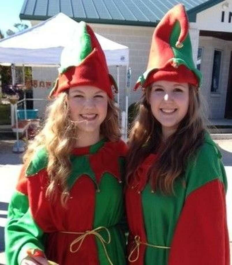 Included in the day were jugglers, dancers, singers, a bagpiper, a thrill show, caricature painting, street chalk painting, grafitti painting, wax hands, a children's craft area, face painting, wonderful food provided by Gina's of Friendswood, and over 60 artists.