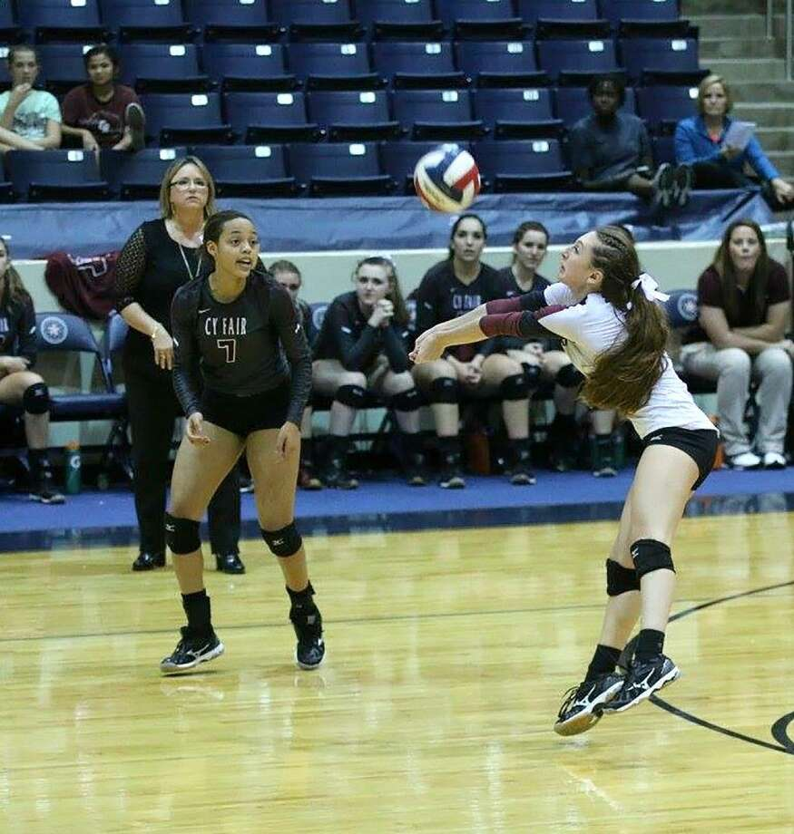 Cy-Fair High School sophomore Ashlyn Elliott (7) and senior Katelyn Mamaux were both named to the Academic All-District 17-6A team. (Photo courtesy JM Sports Photography)