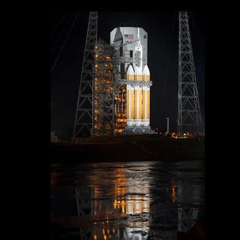 The Orion and Delta rockets stand at the ready (Photo courtesy of NASA).