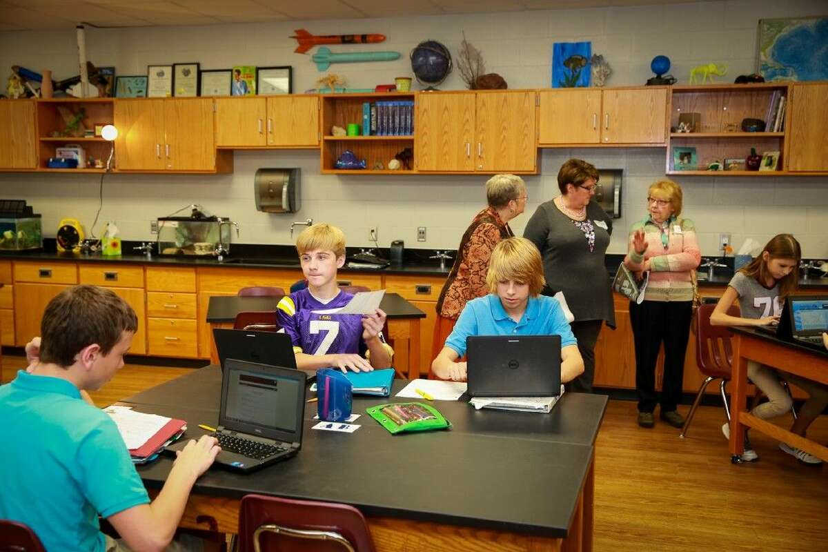 Seabrook Intermediate Students at work in a new science room. (In background, l to r CCISD Trustee Ann Hammond, Facilities Assessment Committee members Joyce Abbey and Bette Johnson).