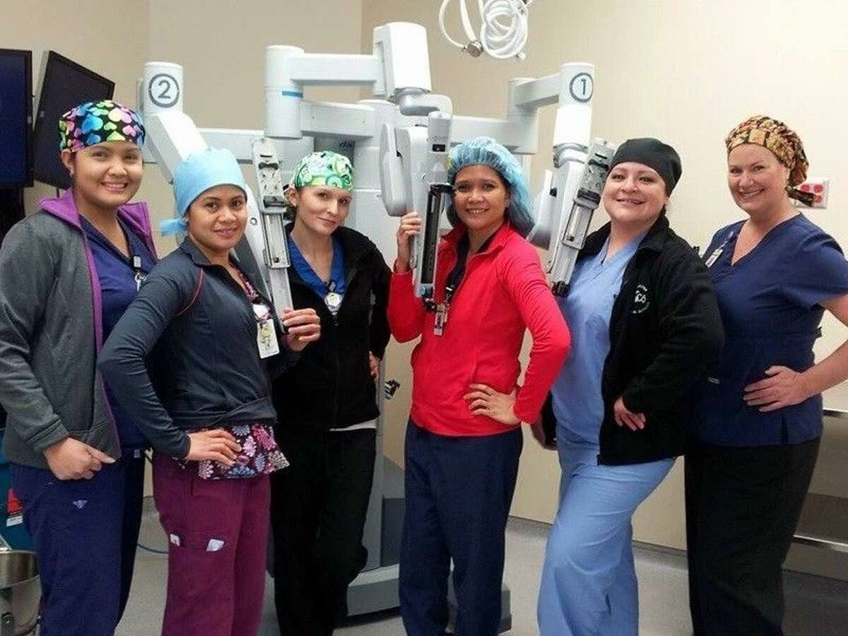Kingwood Medical Center's surgical staff posing with the da Vinci Si Robot, help ensure our patients are safe and comfortable during these procedures. Pictured right: Dr. Michael Morris at his office after performing the 400th robotic case.