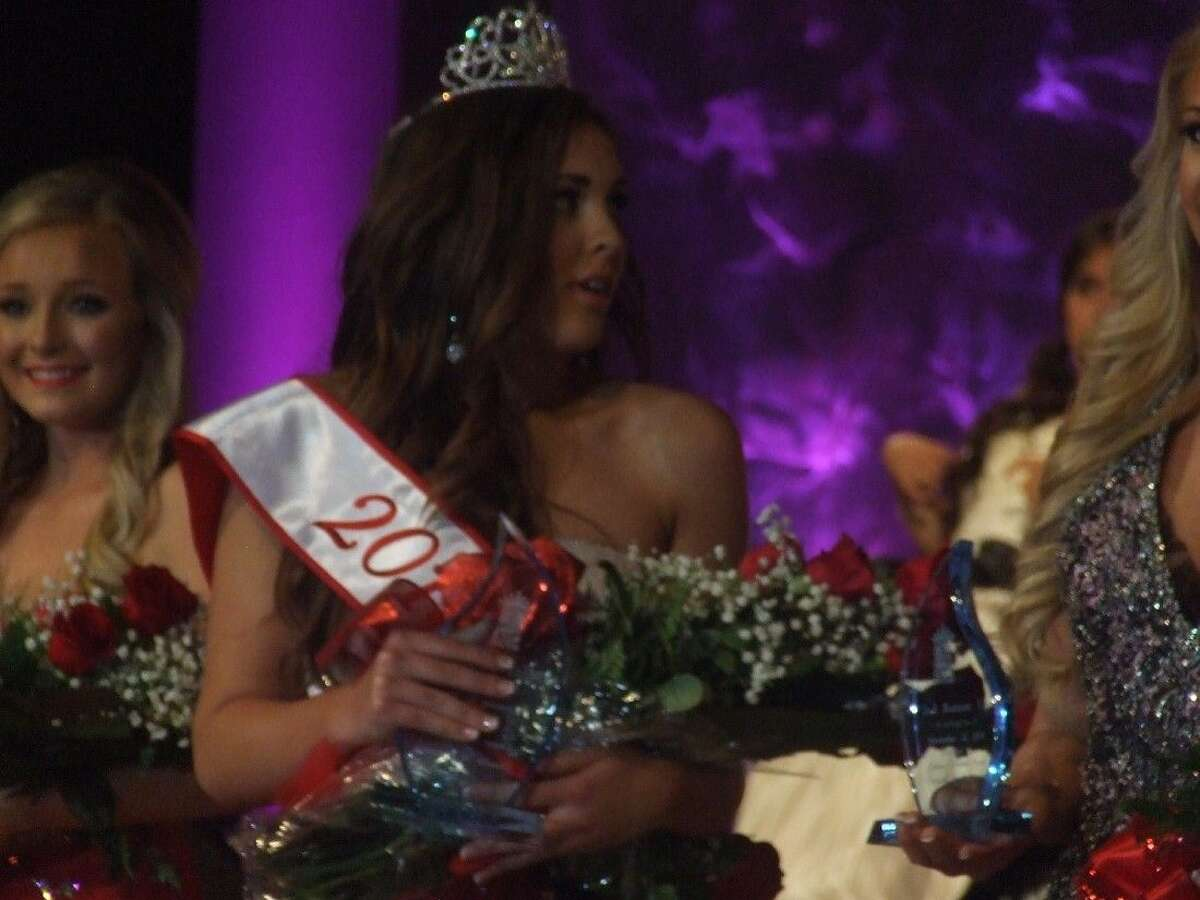 Julia Gimblet reacts to being crowned Miss Tomball.
