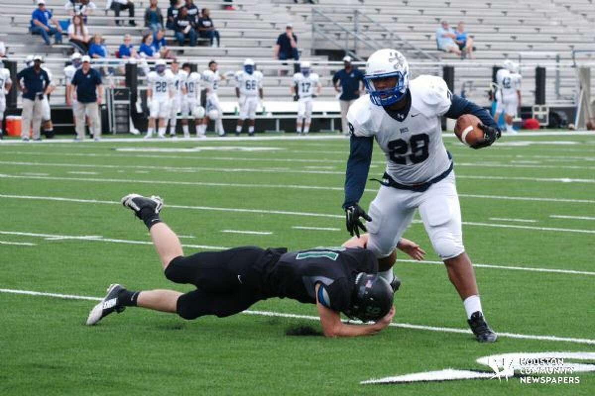 Brazoswood Running Back LaWayne Ross in action versus Clear Falls.