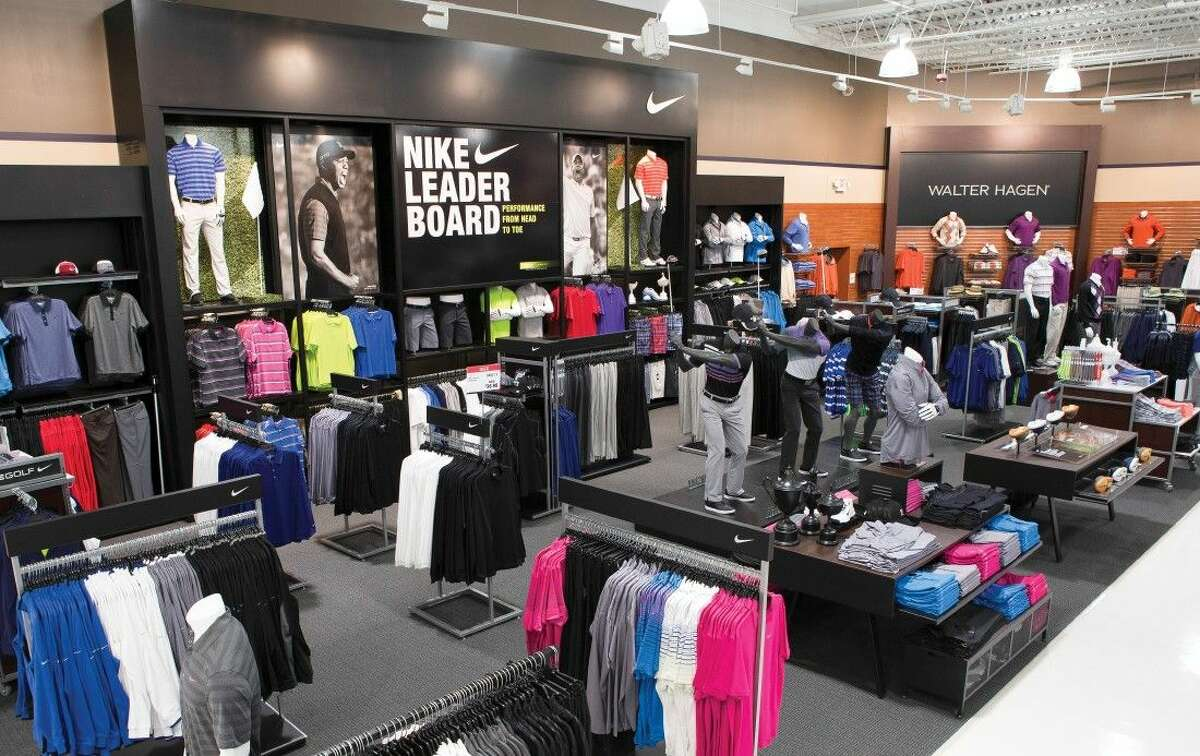 Dick's Sporting Goods is planning to open a store at Baybrook Mall.