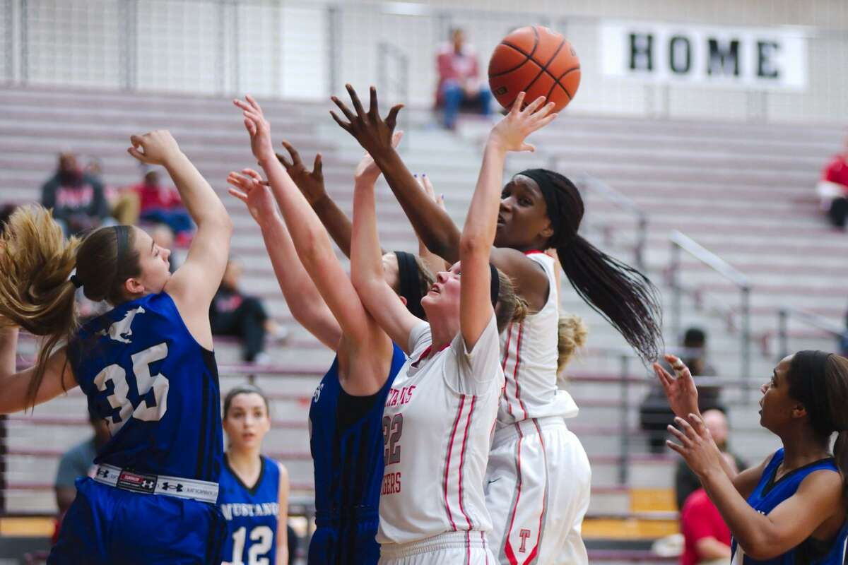 Miranda Ramsey (22), Queen Egbo and Travis defeated Kempner to improve to 2-0 in District 23-6A play, matching Hightower for the first place. The Lady Tigers join Clements, Dulles and Elkins at the Terry Lady Ranger Classic this week.