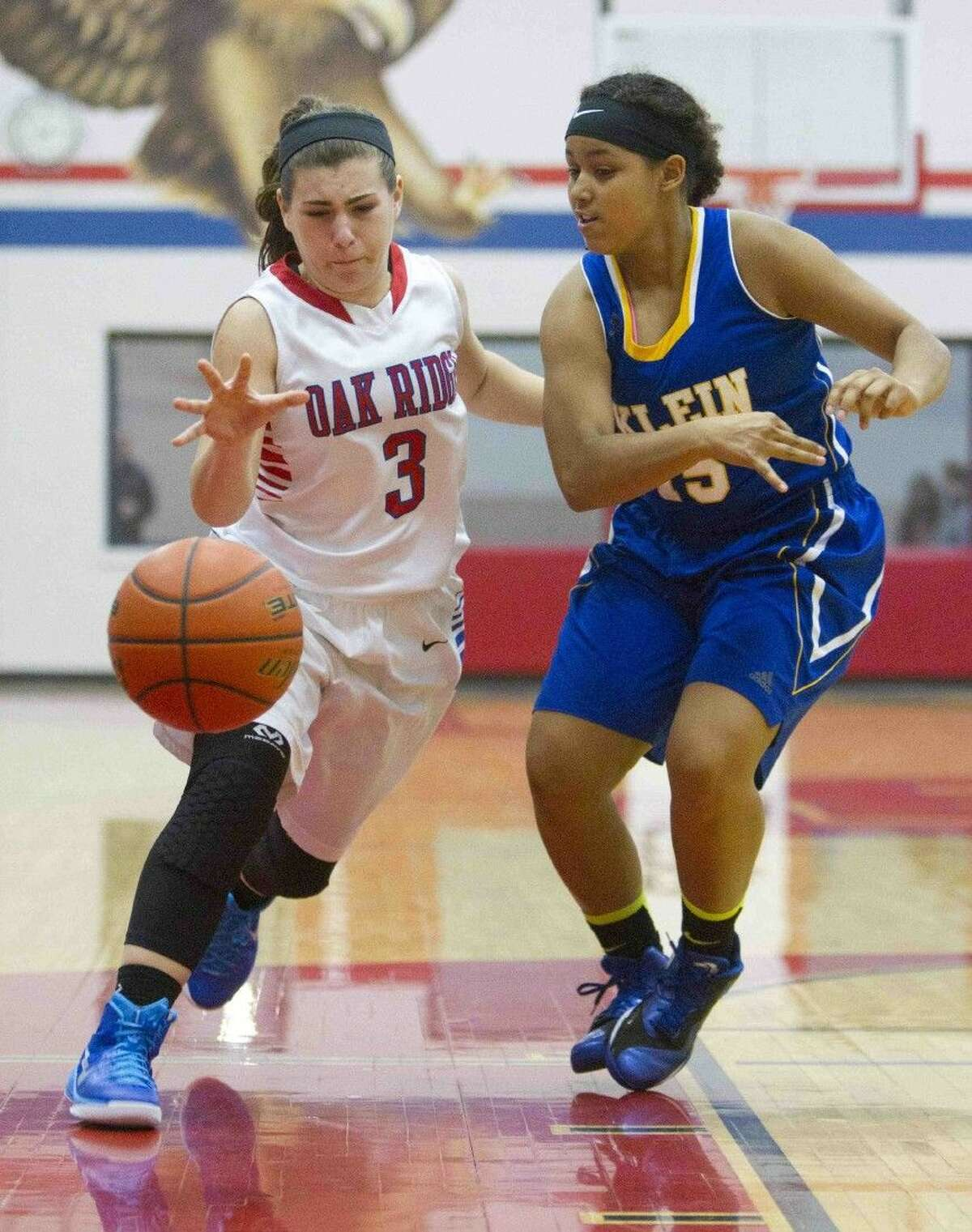 Oak Ridge's Gillian Maleski tries to regain control of a loose ball as Klein'sTatiana Samuel defends during a non-district game on Tuesday night.