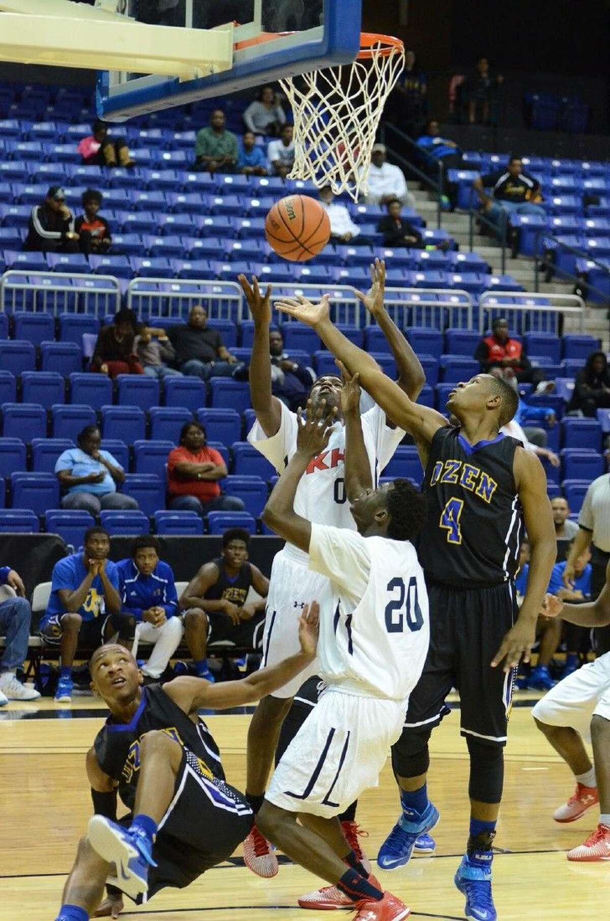 Beaumont Ozen and Dallas Kimball clashed in the 2014 Cypress Hoops Invitational. Both Ozen, the defending champion, and runner-up Kimball will appear in this year's tournament.