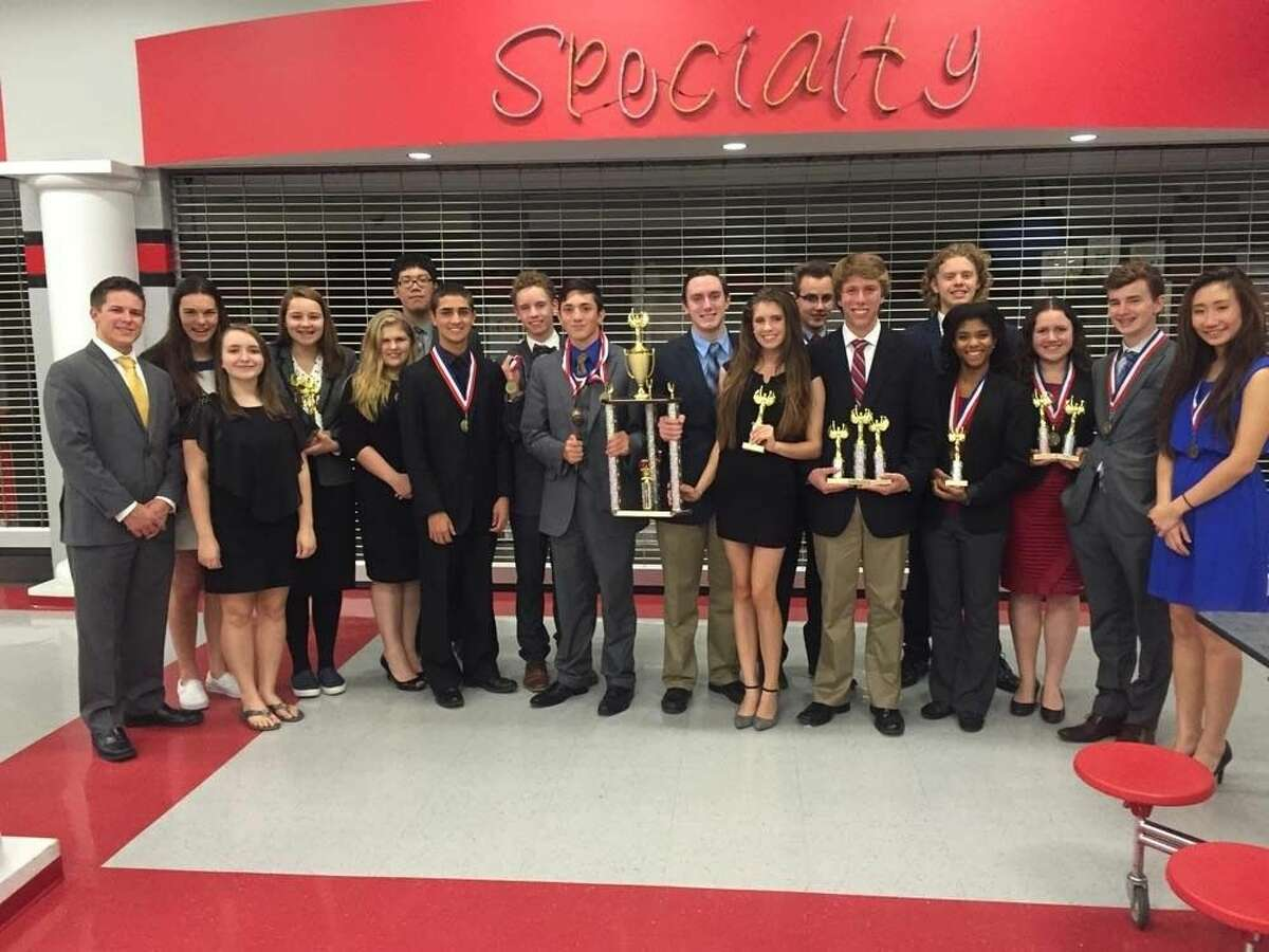 Friendswood Forensics had a strong tournament last weekend placing 1st in Grand Sweepstakes out of 26 schools.