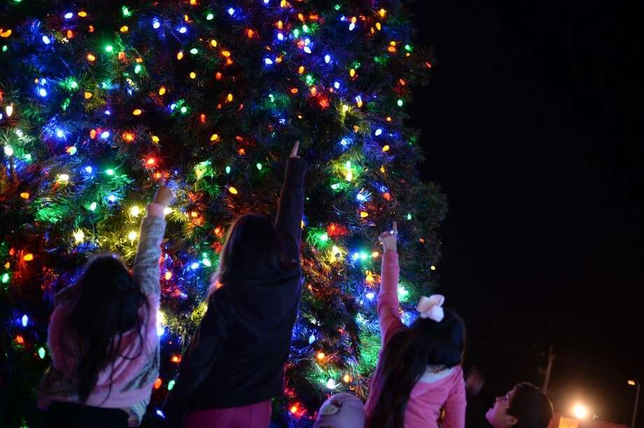 The Christmas tree lights were turned on Friday evening at Pasadena City Hall. According to Richard Scott of the city of Pasadena, it was the biggest turnout for a city event he's ever seen.