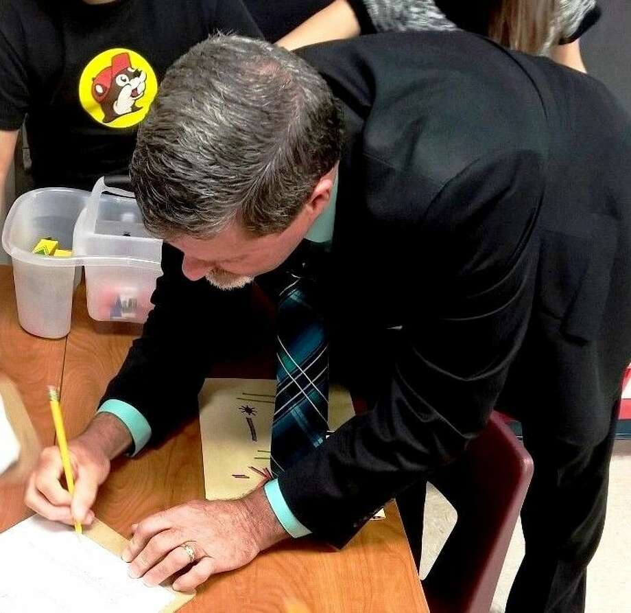 Cleveland Mayor Niki Coats paid a visit to the students of Peach Creek Elementary on Nov. 13. While there, he fielded questions from eager students and even signed autographs. Photo: Submitted
