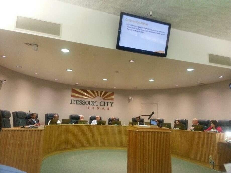 The Missouri City City Council meeting in the chambers of City Hall on Monday, Dec. 15. Photo: Zach Haverkamp