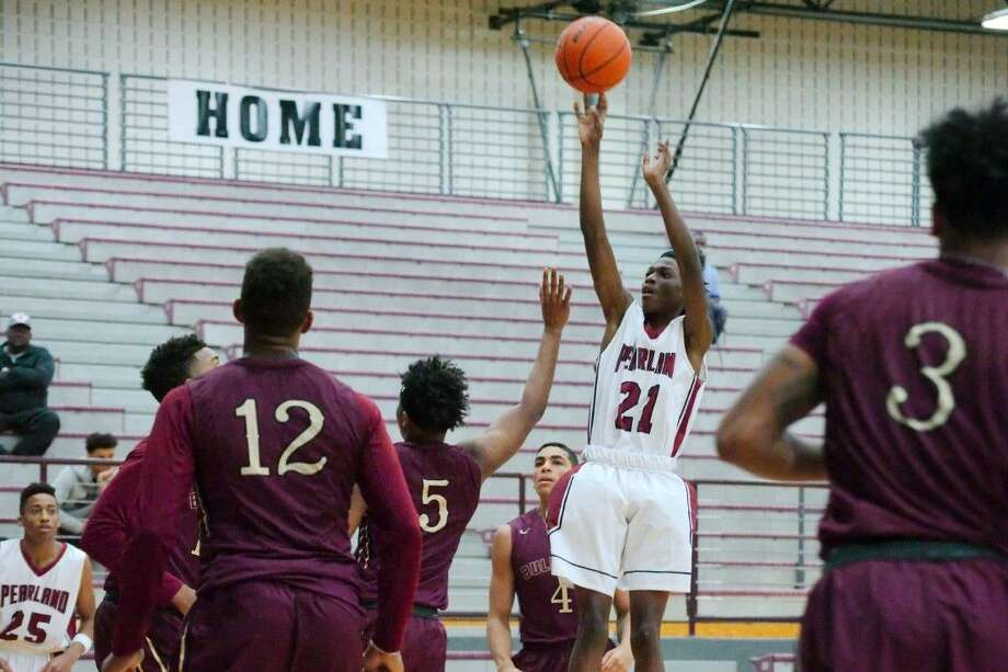 Pearland's John Deterville (21) puts up a shot against Summer Creek Saturday. The Oilers won 75-66 in overtime. Photo: KIRK SIDES