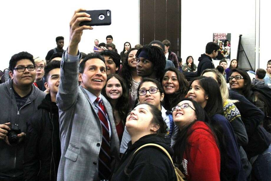 ABC 13 news anchor Art Rascon takes a selfie with Jersey Village High School journalism and broadcast students on Dec. 1.