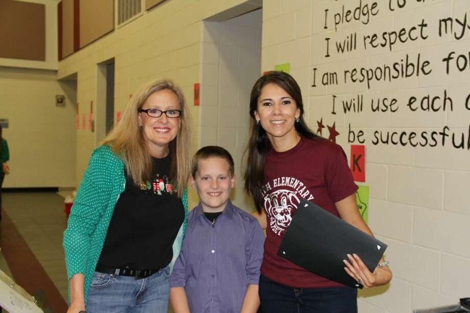 Janneth Etter (right) with Assistant Principal of Smith Elementary Jenni Ayres (left) and a student of Smith Elementary. Photo: Submitted