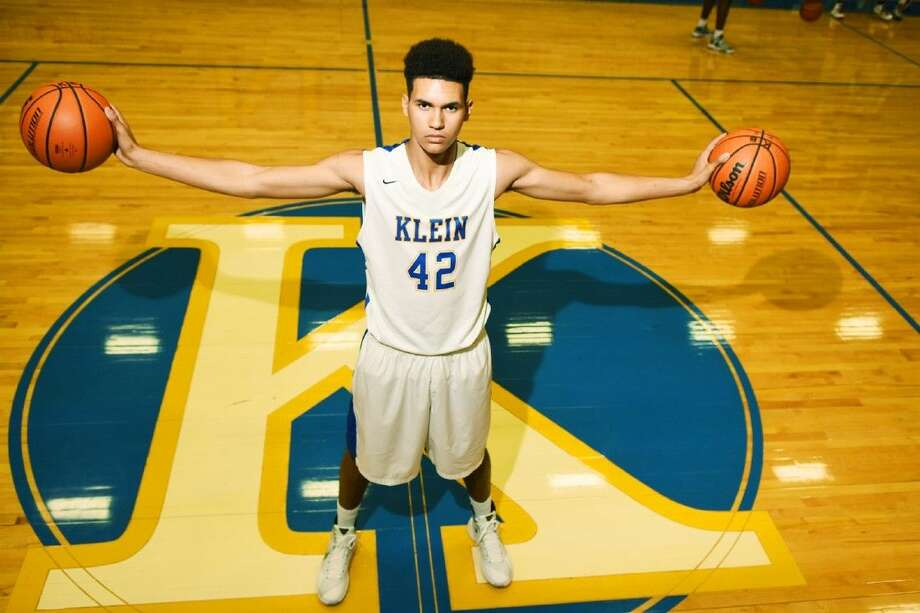 Klein senior center Elijah Schmidt carries the weight of the Bearkats' high expectations on his shoulders, but he is more than capable of leading the team where it wants to go. Photo: Tony Gaines
