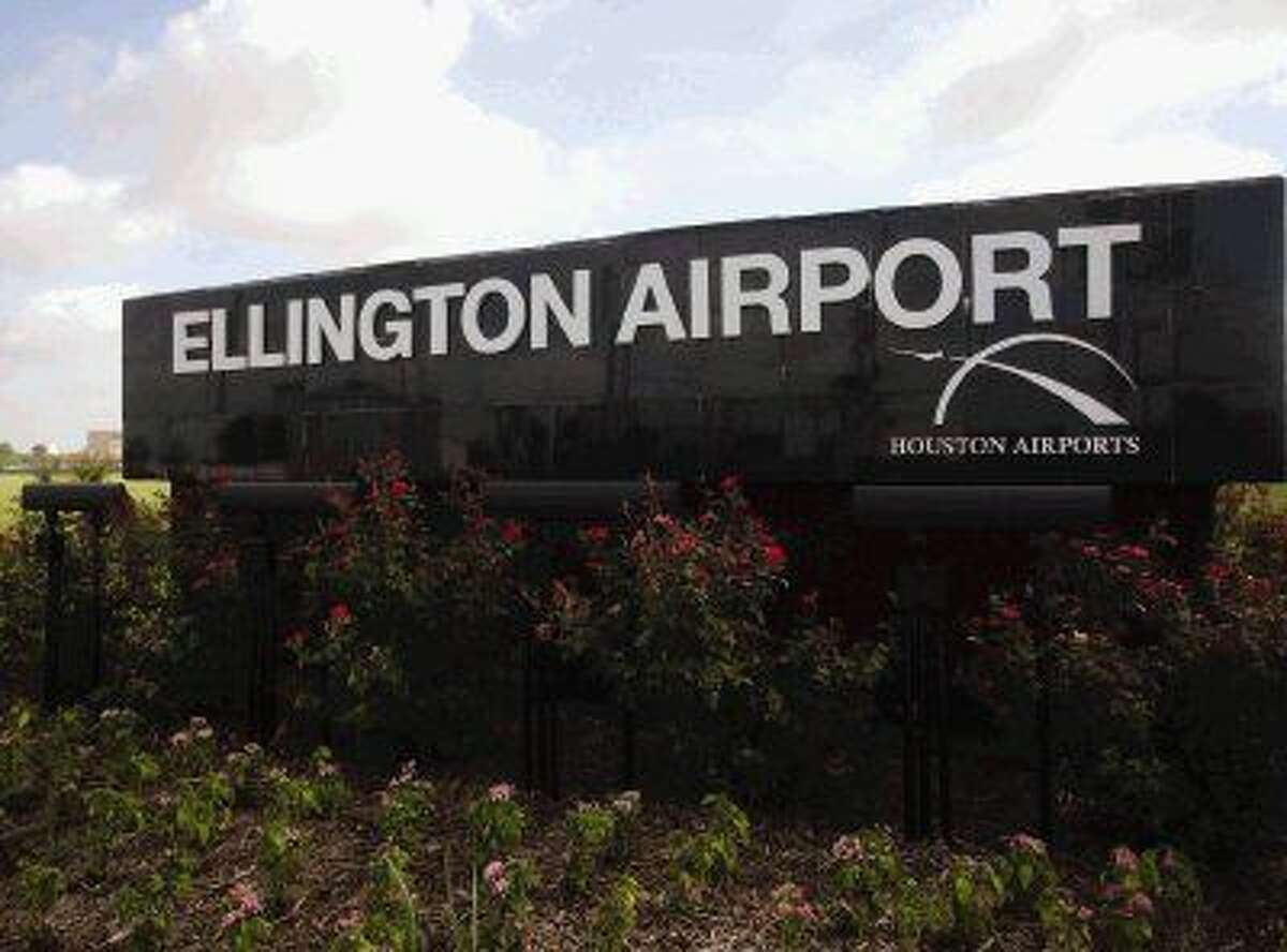 The Houston Airport System received notification that it has been awarded a $3.1 million state grant to assist in building a new air traffic control tower at Ellington Airport.
