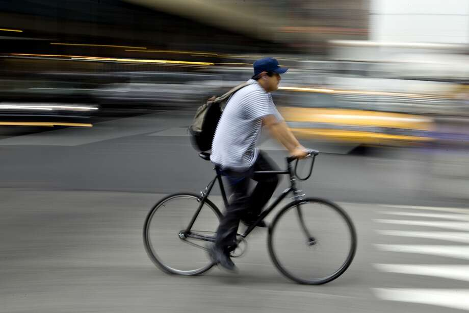A man rides a bike in New York on June 1, 2010. Photo: Daniel Acker/Bloomberg