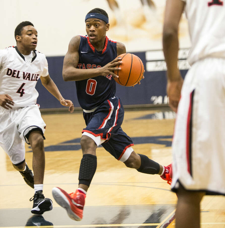 Atascocita's LaDarius Young (0) drives to the basket during Atascocita's 87-40 victory over Del Valle in the first round of the Insperity Holiday Classic on Dec. 29, 2014, at Kingwood High School. Photo: Andrew Buckley