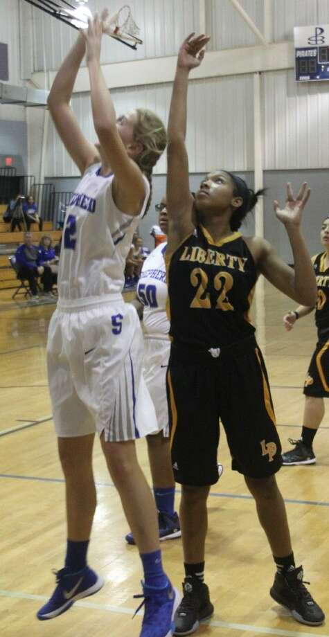 Trenecia LaFleur (22) of the Lady Panthers comes up a little too late to block a jump shot by Keylei Allen (2) of the Lady Pirates. Photo: Jacob McAdams