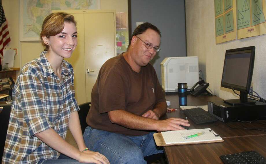 Will LaRue in a College Success Academy tutoring session with COM Collegiate High School student Jesha Roady.