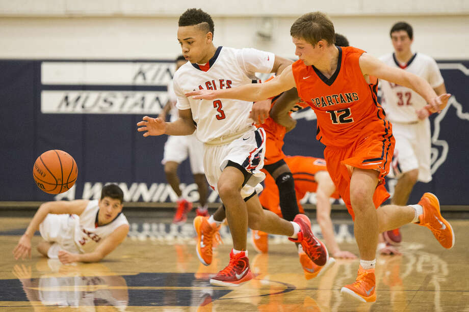 Atascocita's Carson Edwards (3) chases a loose ball during their 62-58 semifinal victory over Seven Lakes in The Insperity Holiday Classic on Dec. 30, 2014, at Kingwood High School. Photo: Andrew Buckley
