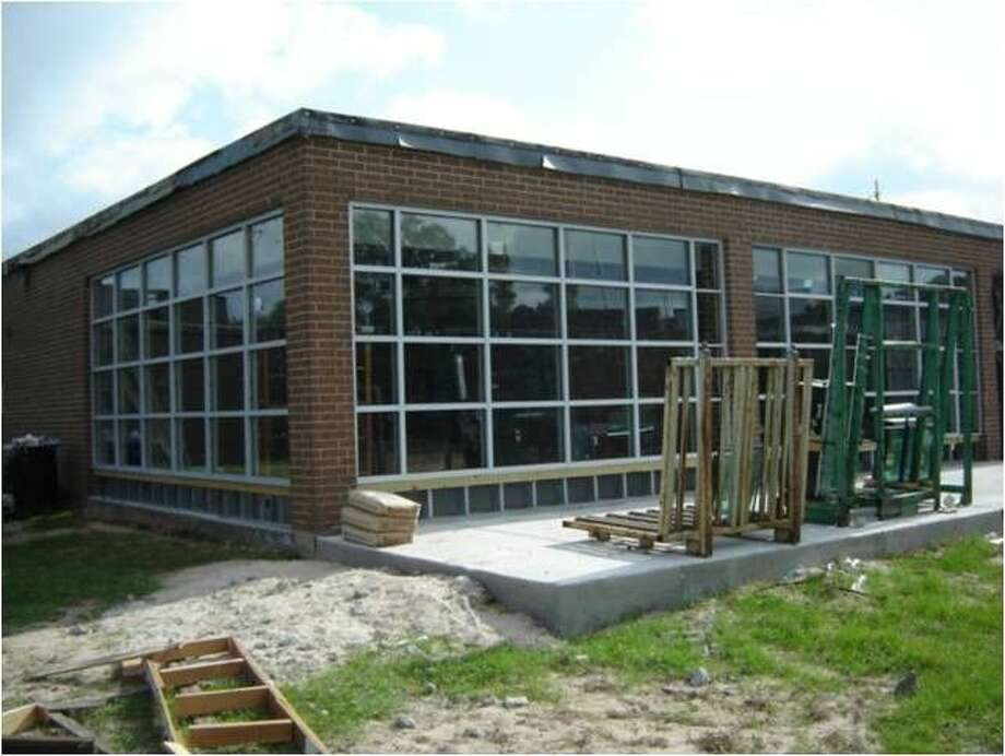 Magnolia ISD has been working on the expansion of the Magnolia Elementary library this summer. The expansion includes a wall of windows that will bring in natural light. Photo: MISD