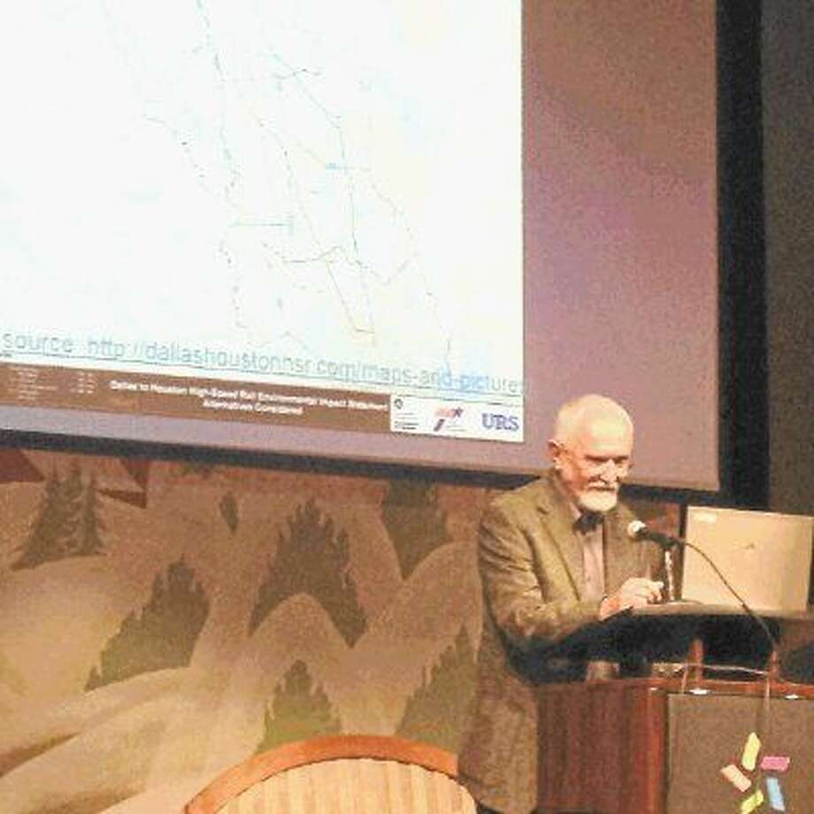 SN 22 Council President Tom Dornbusch discusses the railway's impact on Washington/Memorial neighborhoods. Photo: Wendy Cawthon
