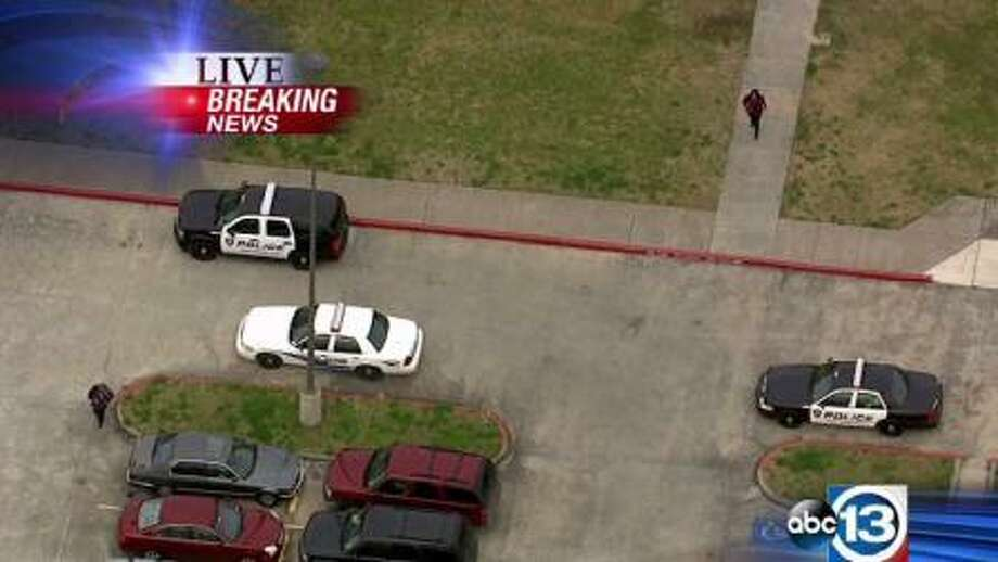 Fort Bend ISD says several students suffered minor injuries after more than one fight broke out during lunch at Marshall High School. Photo: ABC13 Eyewitness News