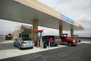 H-E-B Pearland Market Fuel Station and Car Wash opens - Houston