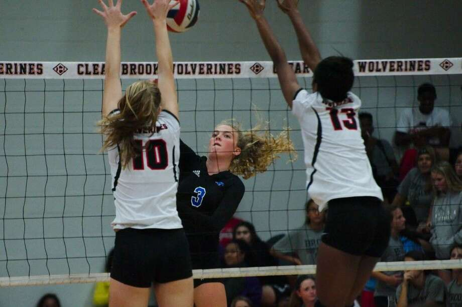 Friendswood's Shannon Murphy (3) was a second-team Class 6A all-state volleyball selection by the Texas Sports Writers Association. Photo: KIRK SIDES