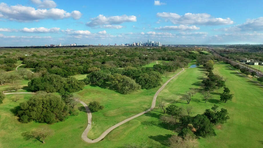 The Texas Senate, stepping into a local controversy with national ramifications, voted Tuesday to strip the University of Texas System of its ownership of the historically significant Lions Municipal Golf Course.