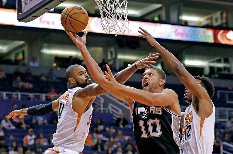 Spurs' David Lee drives past the Suns' Tyson Chandler (left) and T.J. Warren (right) to score during the first half of a preseason game on Oct. 3, 2016, in Phoenix. Photo: Ross D. Franklin /Associated Press / Copyright 2016 The Associated Press. All rights reserved.