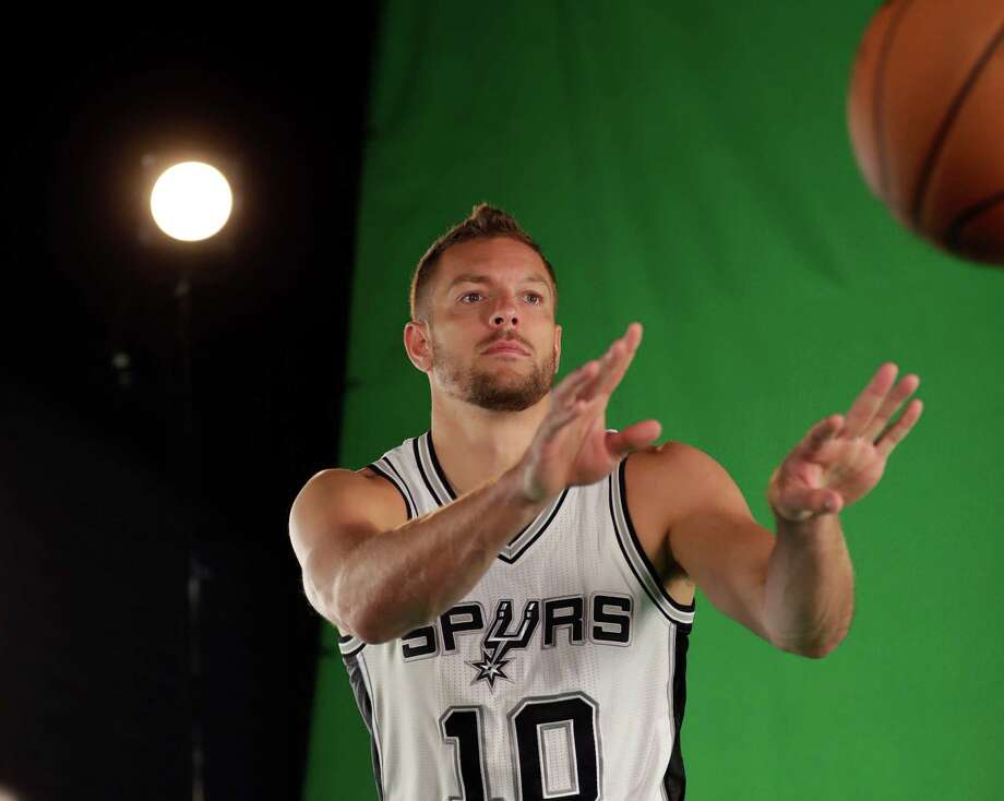 Spurs forward David Lee takes part in media day ono Sept. 26, 2016, in San Antonio. Photo: Eric Gay /Associated Press / AP